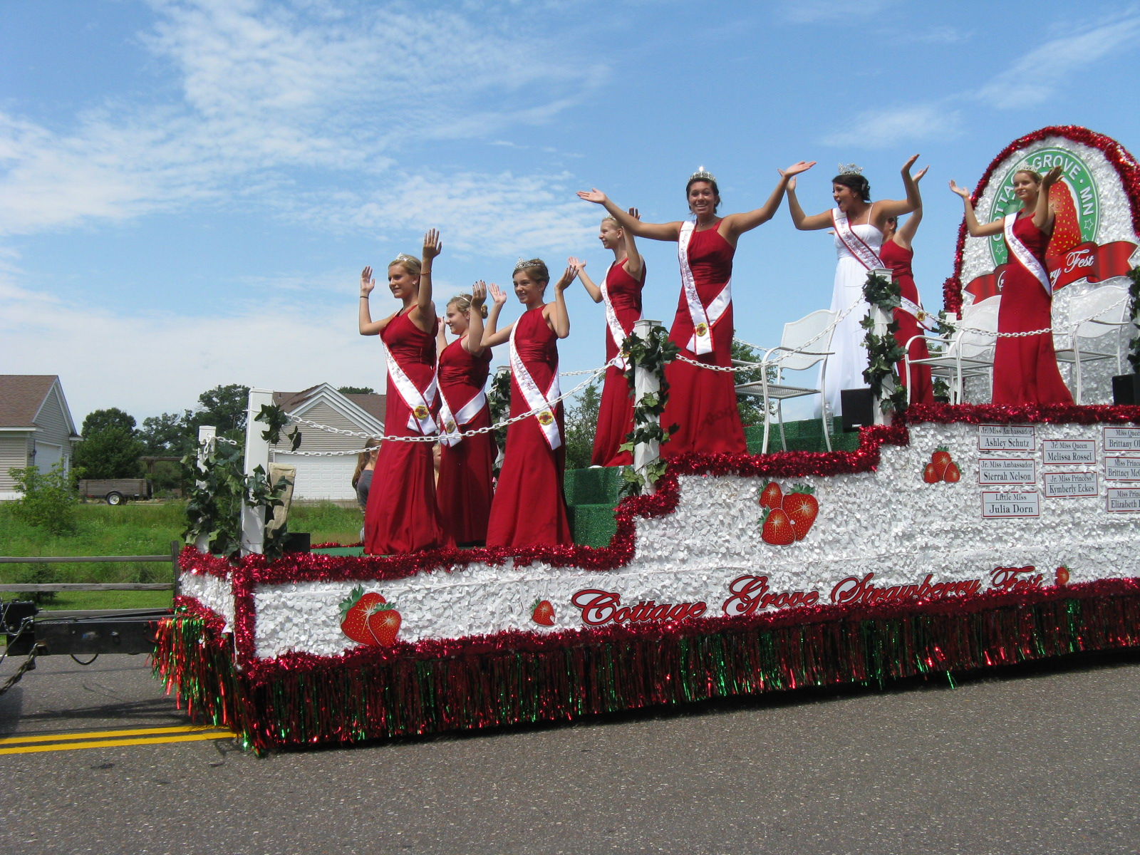 Cottage Grove Strawberry Fest Ambassadors